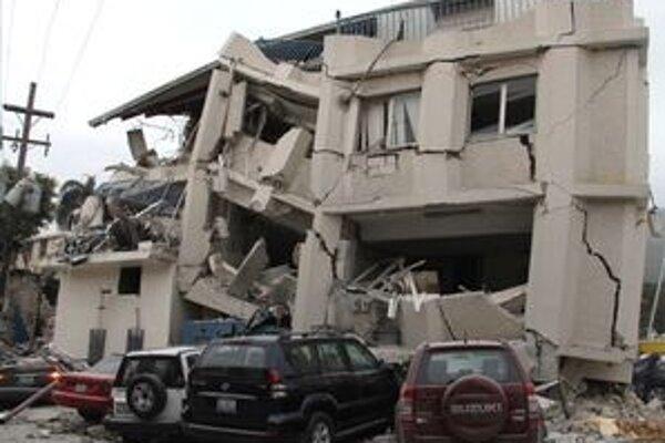 V metropole najchudobnejšej krajiny západnej pologule skončilo v troskách zrútených budov množstvo mŕtvych a zranených.