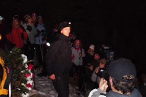 Na spomienkový výstup Kubínskej hole sa včera vydalo viac ako sto ľudí.