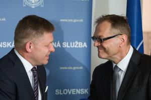Riaditeľ Slovenskej informačnej služby Anton Šafárik s bývalým premiérom Robertom Ficom.