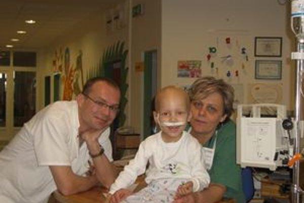 O Lucka sa Jana starala dlho, nielen v nemocnici, ale aj doma. Napriek snahe všetkých okolo chlapček napokon svoj boj o život prehral.