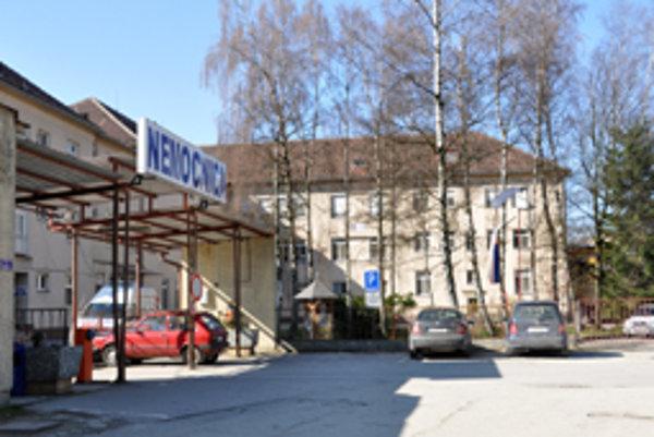 Hornooravská nemocnica s poliklinikou v Trstenej hľadala riaditeľa dva roky.