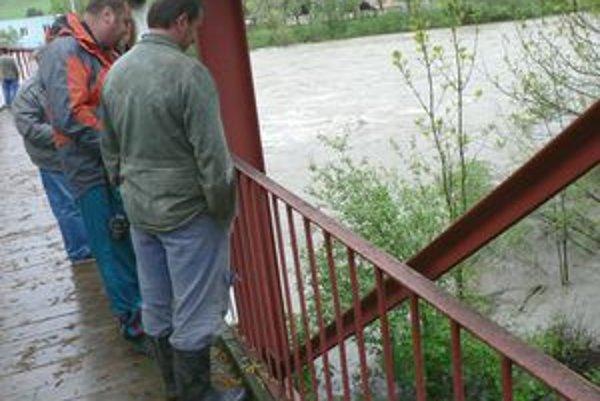 Obyvatelia dolnokubínskej mestskej časti Záskalie si takúto vodu nepamätajú za posledných štyridsať rokov.