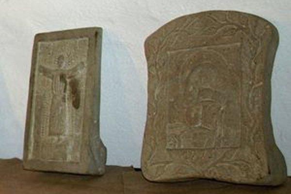 Fotografiami kamenných plastík aj samotnými dielami sa na týždeň zaplnila niekdajšia ľudová škola v Múzeu oravskej dediny.