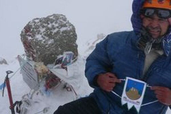 Na vrchole Elbrusu sa Laco Ďuroška zdržal len niekoľko minút. V mraze a víchrici myslel na jediné – vrátiť sa bezpečne dolu.