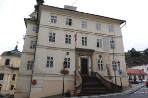 Historická radnica v centre Banskej Štiavnice.