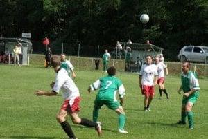 Jasenica (v bielom) zdolala Stupné, ale turnaj nevyhrala.
