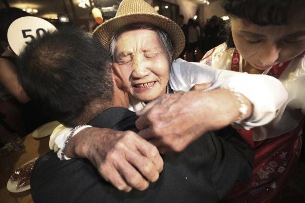 Príbuzní sa vidia po takmer siedmich desaťročiach.
