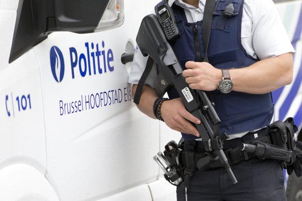 Belgickí vojaci obmedzujú hliadkovanie v uliciach a na staniciach