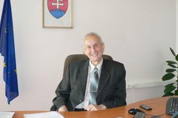 Jozef Bajčičák sa vzdal kandidatúry na post primátora Dolného Kubína pre vážne zdravotné problémy.