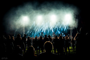 Atmosféra počas koncertu Imperium Dekadenz v roku 2017.