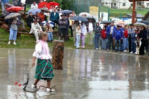Súčasťou Bačovských dní bola aj súťaž v práskaní bičom.