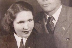 S prvým manželkom Vincentom Urbanom, ktorý ju zachránil pred transportom do pracovného tábora v Nemecku.