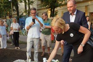 Mama Martiny vyjadrila vďaku všetkým, ktorí sa podieľali na príprave pomníka, i verejnosti, ktorá prišla na jeho odhalenie.