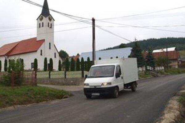 Do Beňadova vedie viac ako kilometer nového asfaltového koberca.