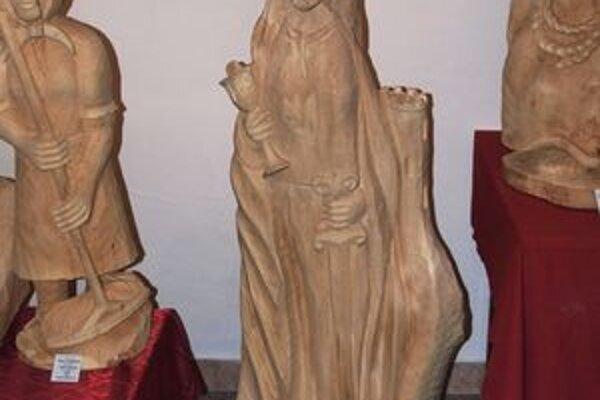 Sv. Barbora, patrónku baníkov, do dreva zvečnil Milan Mičienka zKolároviec.