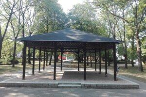 Opravený altánok v Hviezdoslavovom parku.