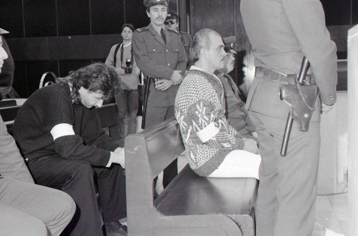 Ján Molnár (druhý sprava) a Ľubor Masár (sklonená hlava) na archívnej  fotografii f8c15d2dc72
