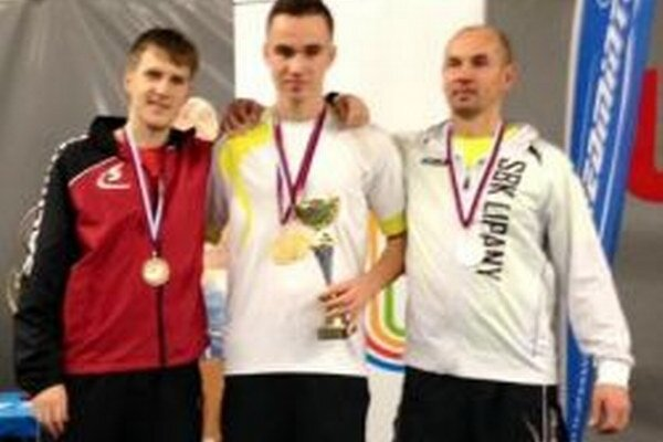 Adam Kakula (v strede) si vspeedbadmintone vybojoval prvé miesto.