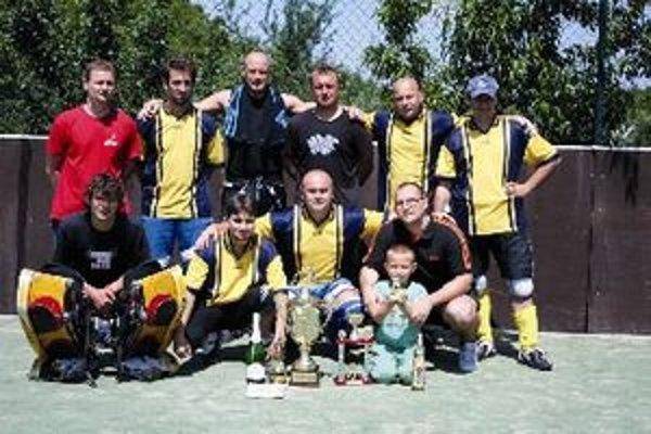 Víťazné mužstvo - HBC Športbar Ludanice.