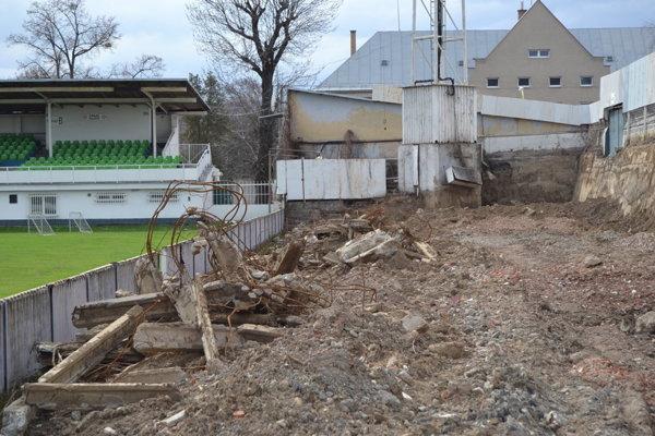 Starý štadión je zbúraný, nový snáď začnú stavať na jeseň.