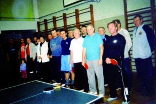 Zúčastnení stolní tenisti.