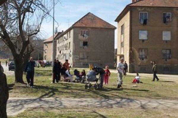S obyvateľmi Nábrežnej ulice má mesto neustále problémy.