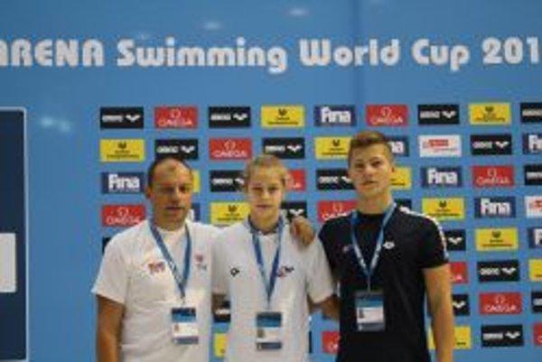 Zľava tréner Vladimír Železník, Andrea Podmaníková a Miroslav Aschengeschvantner.