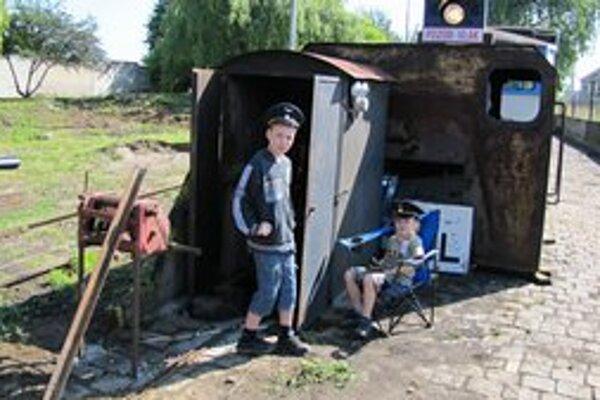 Mladí železničiari.