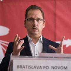 Kandidát na primátora a predseda mimoparlamentnej politickej strany NAJ Viktor Béreš.