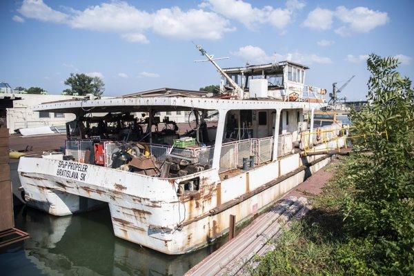 Loď Kamzík, nazývaná Propeler.
