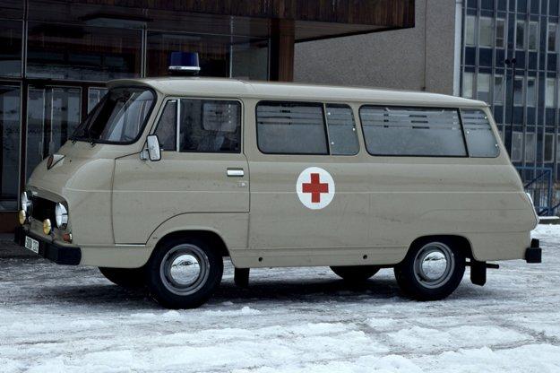 Tisícdvestotrojka sa vyrábala v celom rade verzií – napríklad ako skriňová dodávka, valník, mikrobus i ako sanitka, ktorá bola vybavená lekárskymi prístrojmi firmy Chirana.