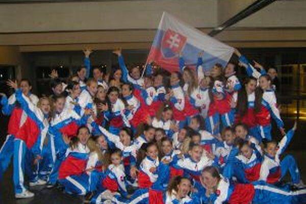 Topoľčianske dievčatá sa zo zisku trofejí v Španielsku tešili.
