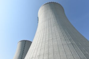 Snímka chladiacich veží 3. bloku po ukončení studenej hydroskúšky 3. bloku jadrovej elektrárne Mochovce.