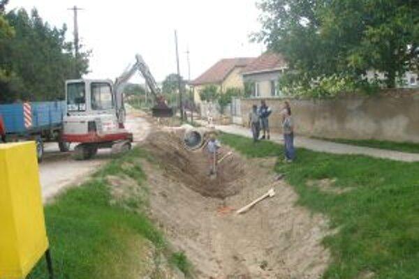 Kanál na Cintorínskej ulici prehĺbili o 80 centimetrov.