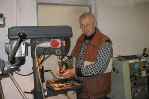 Starosta Turčianok pracuje na čiastočný úväzok. Keď neúraduje, vyrába.