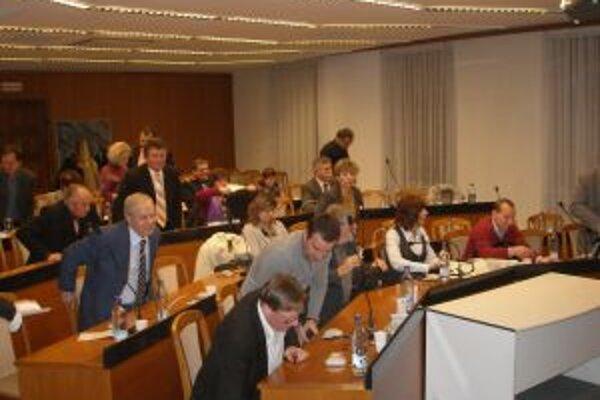 Topoľčianski poslanci zasadli v tomto volebnom období 34-krát.