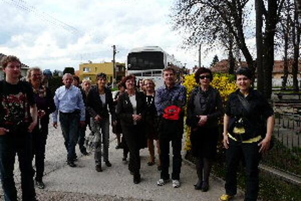 Poliaci si v Čeľadinciach prezreli obnovený kultúrny dom a zaujali ich aj ďalšie projekty z Programu rozvoja vidieka.
