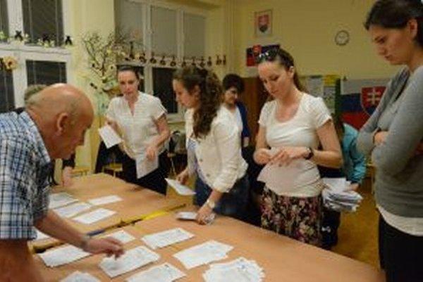 Komisie nemali veľa práce, na voľbách do EP sa zúčastnilo len 13% voličov.