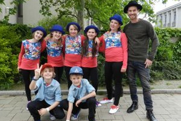 Deti skupina s choreografiou Little Rascals.