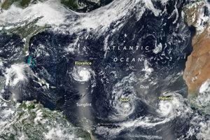 Trio hurikánov Florence, Isaac a Helene, ktoré sa vytvorili nad Atlantikom na začiatku septembra. Florence zasiahne pobrežie Spojených štátov, Isaac zasiahne Malé Antily a Helene sa presunie na otvorený oceán.