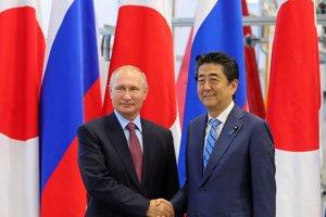Ruský prezident Vladimir Putin s japonským premiérom Šinzom Abem.