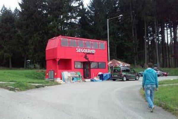 V drevenom autobuse bude sídliť kaviareň s terasou.