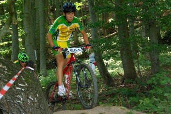 Mladý Valčan to na horskom bicykli vie.