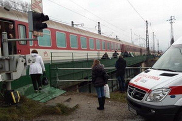 Pod kolesami tohto vlaku dnes skončil 85-ročný muž.