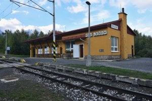 Železničná stanica Tatranských elektrických železníc Pod Lesom vo Vysokých Tatrách.