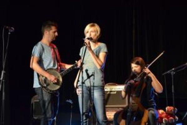 Na mestskej scéne koncertovala aj kapela Tu v dome.