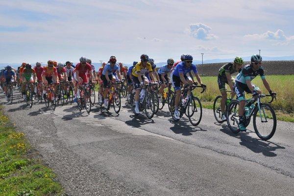 Cyklisti na trase Okolo Slovenska.