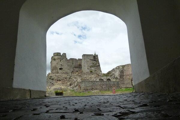 Levický hrad oslavuje 700. výročie.