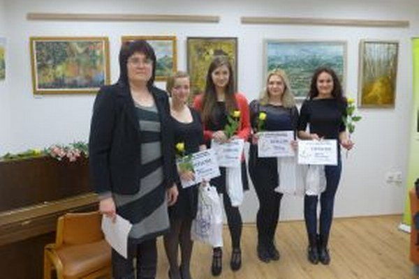 Zľava: Zdenka Maršalová, Patrícia Stehelová, Anna Kvašňovská, Zuzana Selecká a Katarína Brtišová.