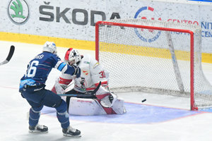 Róbert Lantoši strieľa úvodný gól zápasu.